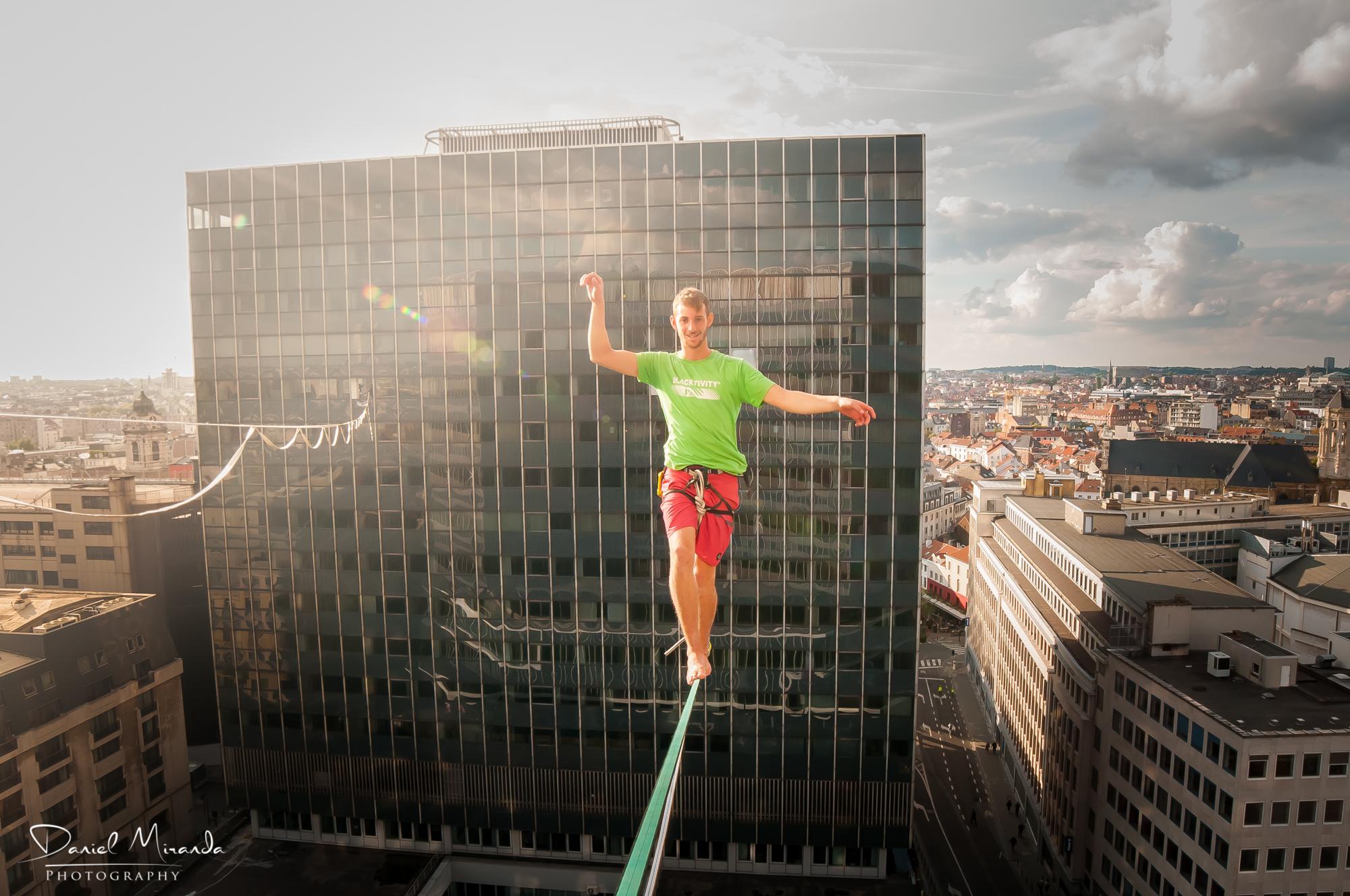 bruxelles brussels zot day belgium skyscraper  Slackline Lyell Grunberg show performance spectacle Highline trickline.jpg