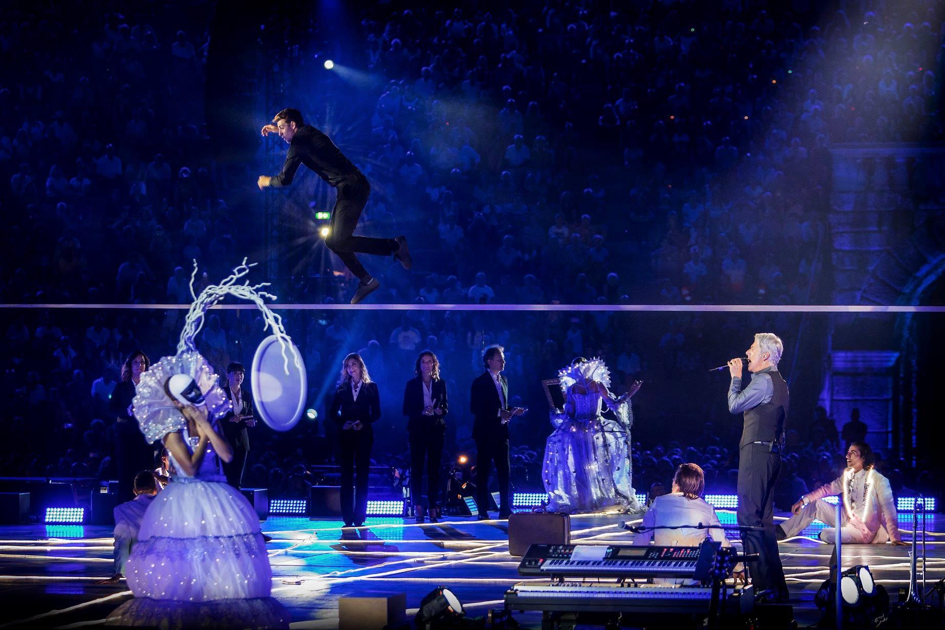 claudio baglioni arena di verona italia italy 50 al centro highline trickline show funambule circus performance spectacle suisse Slackline Lyell Grunberg  (5).jpg