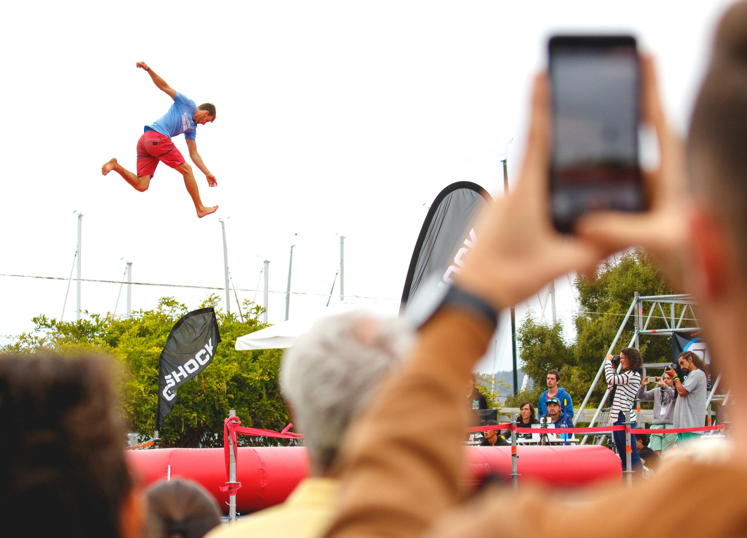 vigo street stunts spain espana Slackline Lyell Grunberg show performance spectacle Highline trickline.JPG