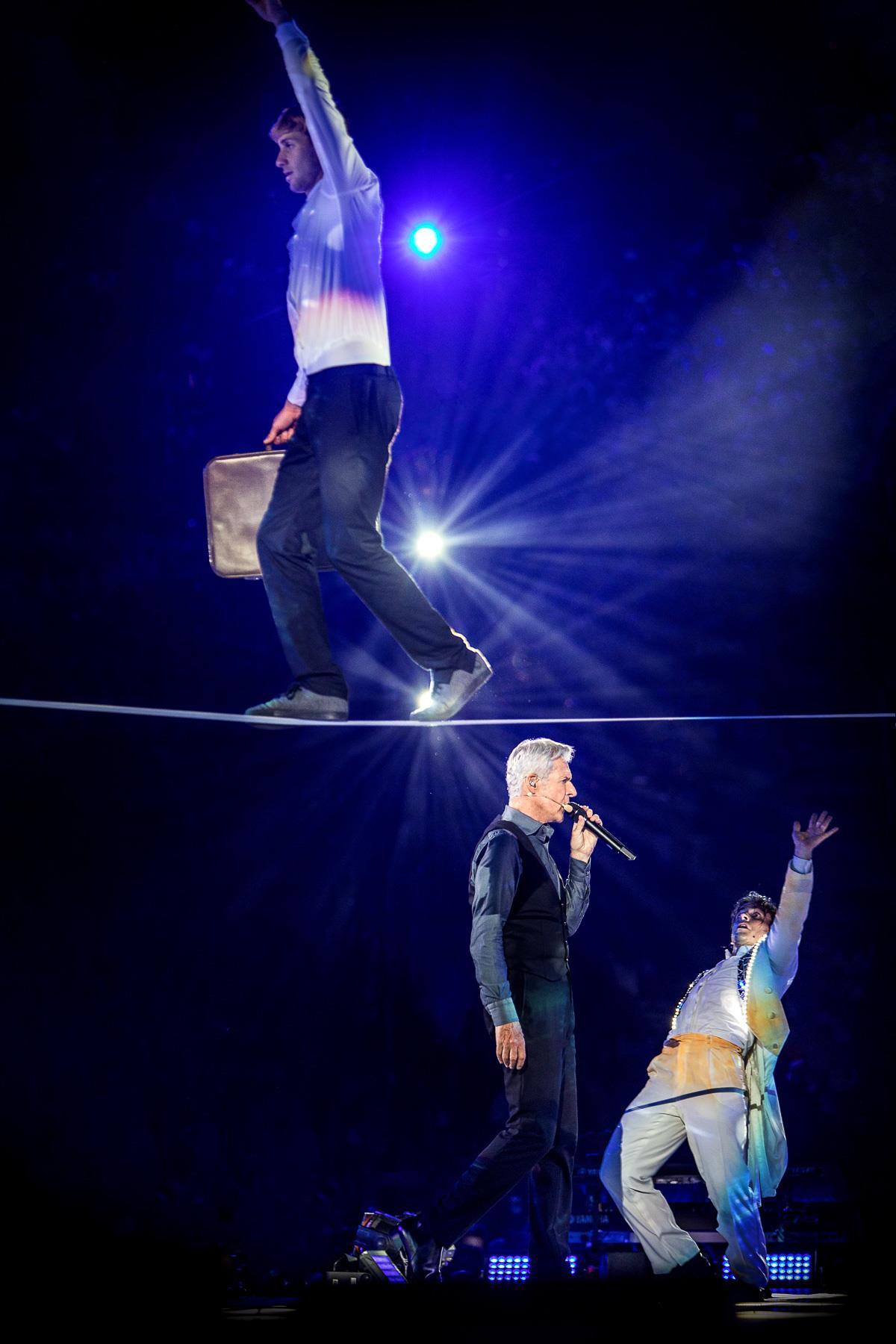 claudio baglioni arena di verona italia italy 50 al centro highline trickline show funambule circus performance spectacle suisse Slackline Lyell Grunberg  (7).jpg