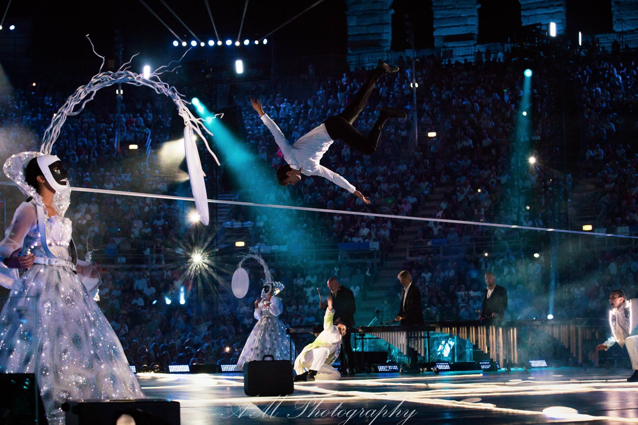 claudio baglioni arena di verona italia italy 50 al centro highline trickline show funambule circus performance spectacle suisse Slackline Lyell Grunberg  (10).jpg