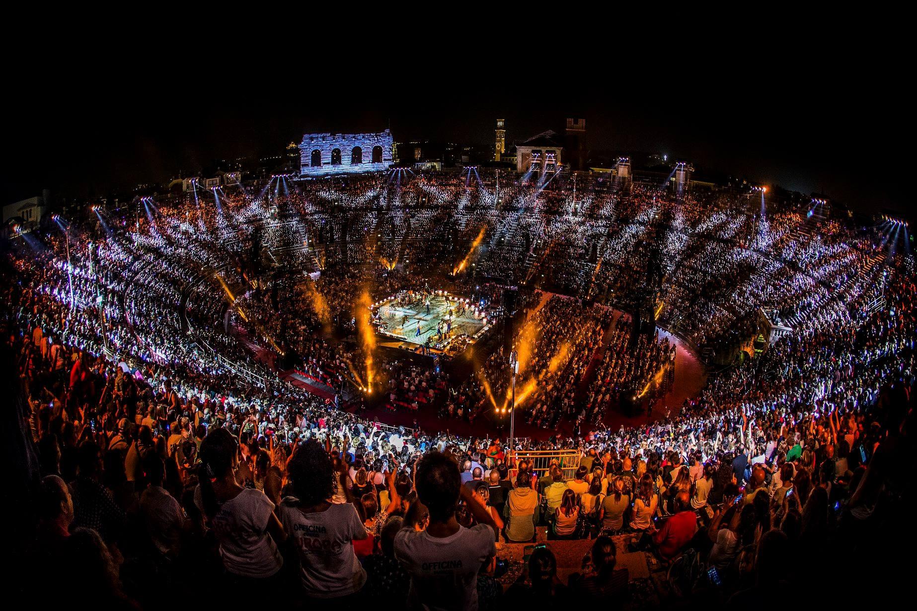 claudio baglioni arena di verona italia italy 50 al centro highline trickline show funambule circus performance spectacle suisse Slackline Lyell Grunberg  (2).jpg