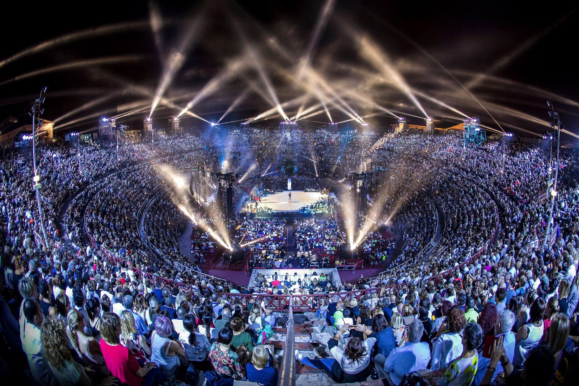 claudio baglioni arena di verona italia italy 50 al centro highline trickline show funambule circus performance spectacle suisse Slackline Lyell Grunberg  (4).jpg