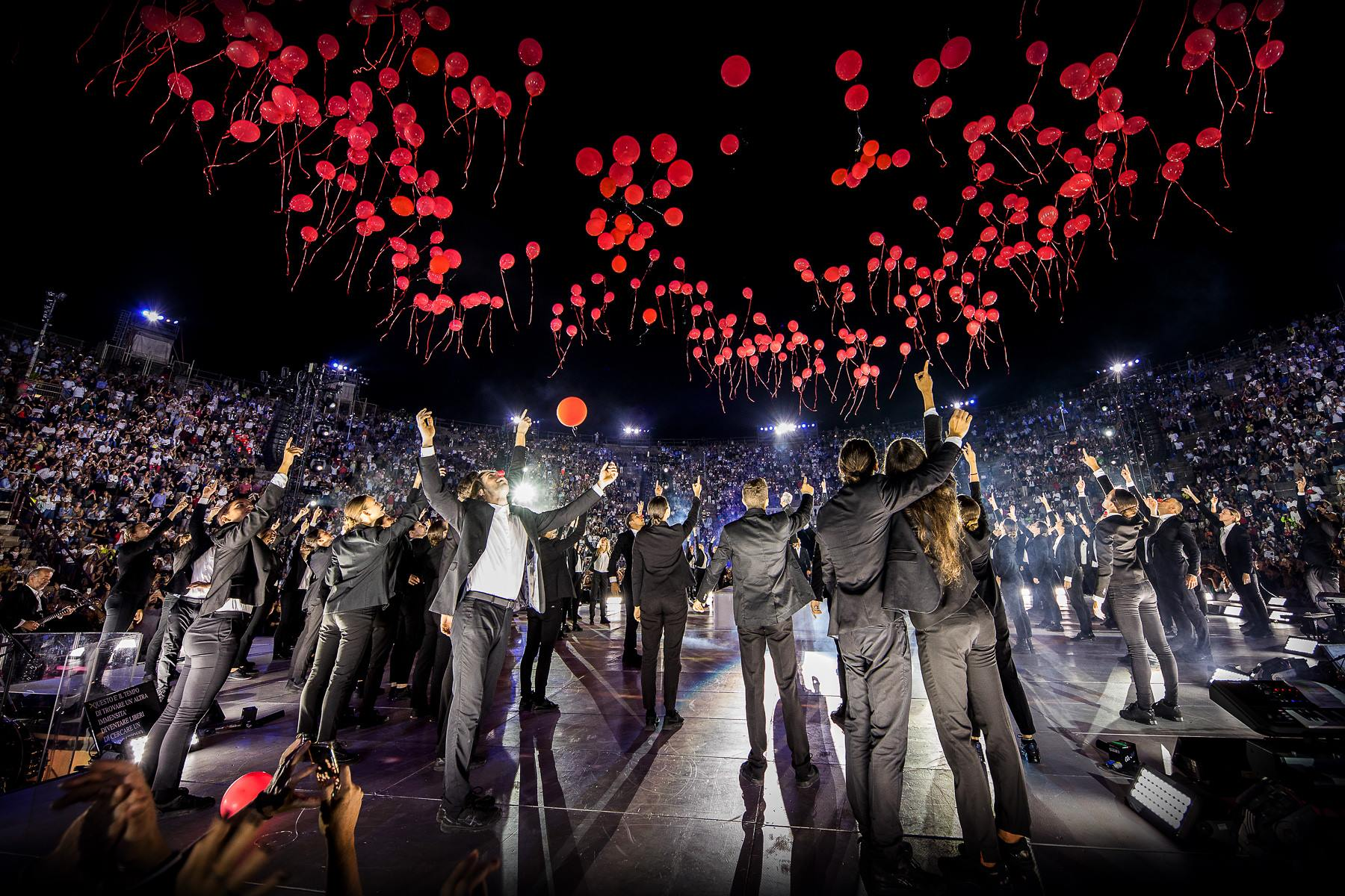 claudio baglioni arena di verona italia italy 50 al centro highline trickline show funambule circus performance spectacle suisse Slackline Lyell Grunberg  (8).jpg