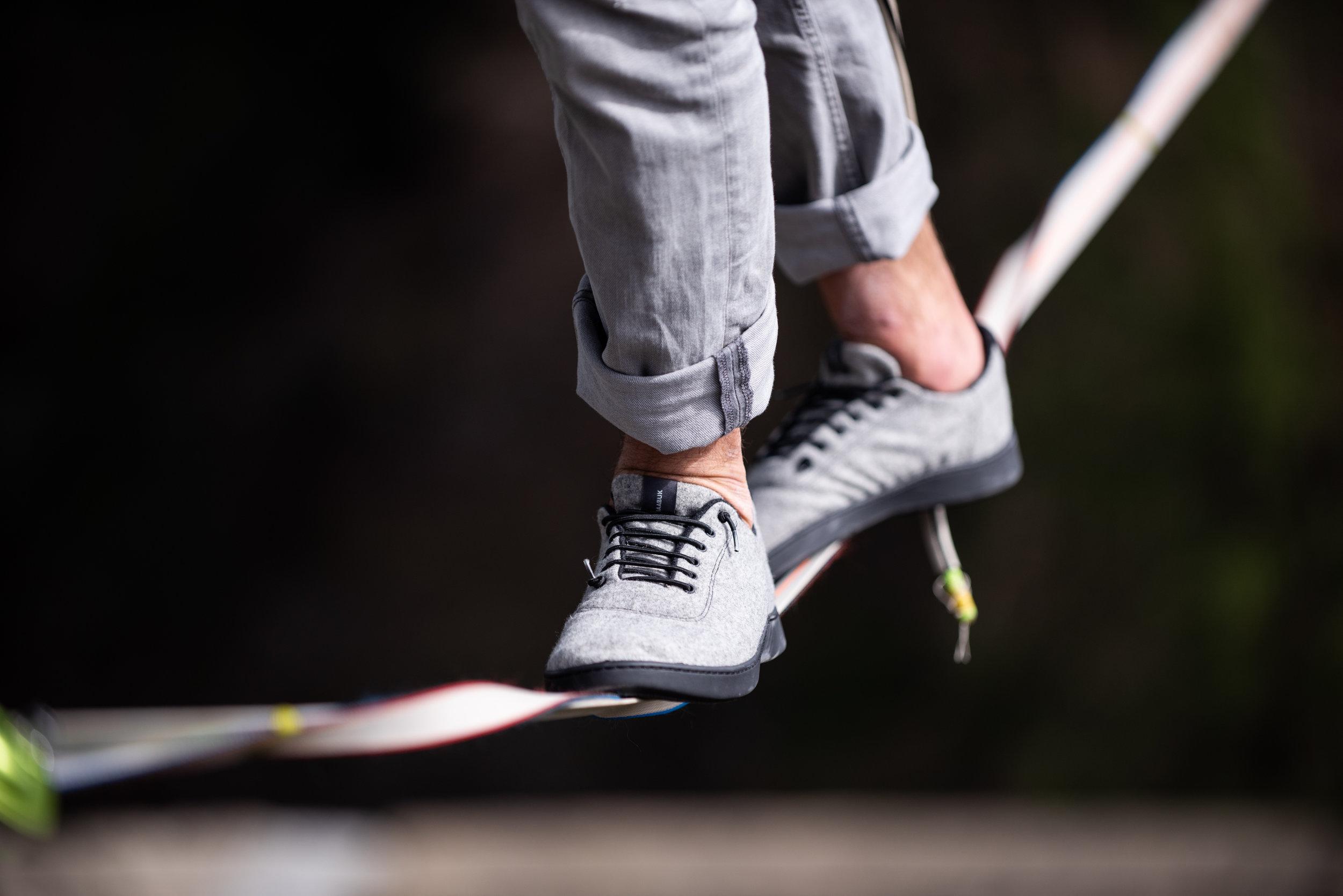 Baabuk, chaussure, laine,  Vevey, Suisse, Slackline Lyell Grunberg show performance spectacle Highline trickline (20).jpg