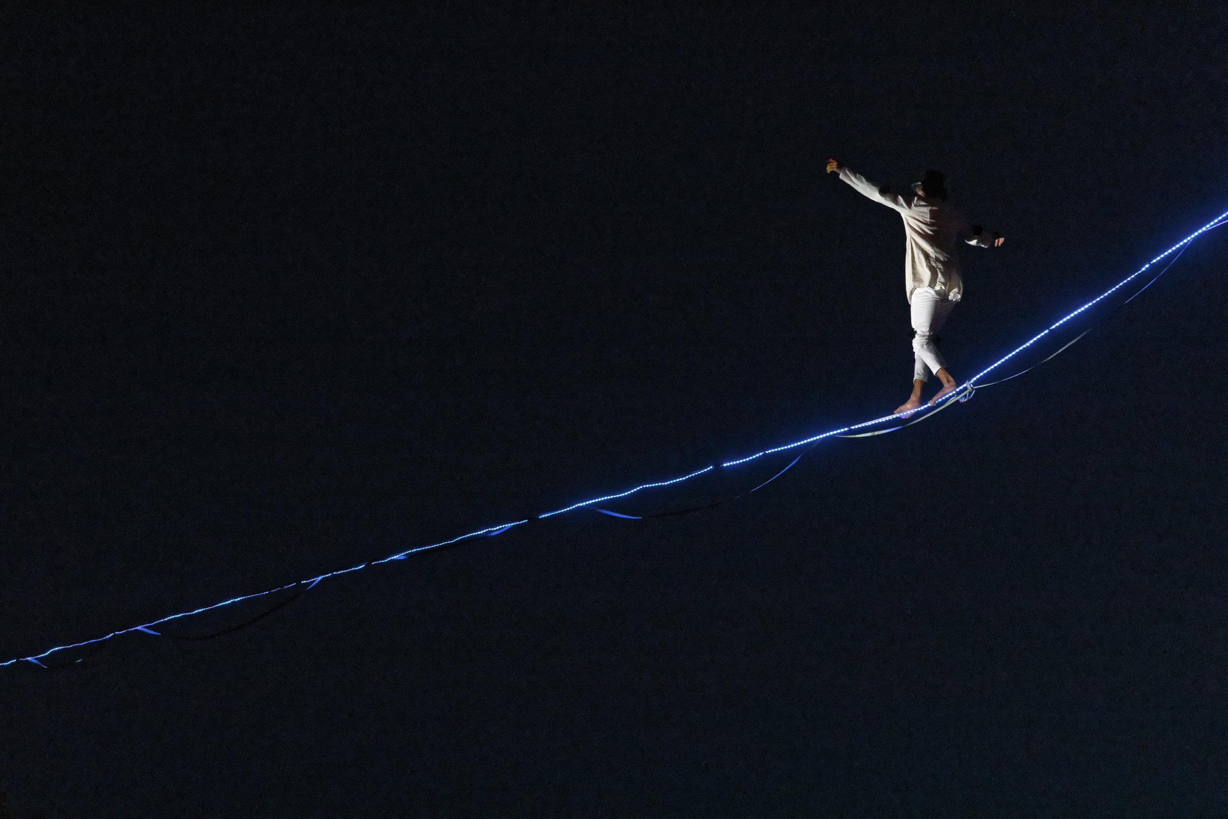 Fête de la Musique Tour de Peilz harpe suisse highline trickline show funambule circus performance spectacle ecole suisse Slackline Lyell Grunberg (5).jpg