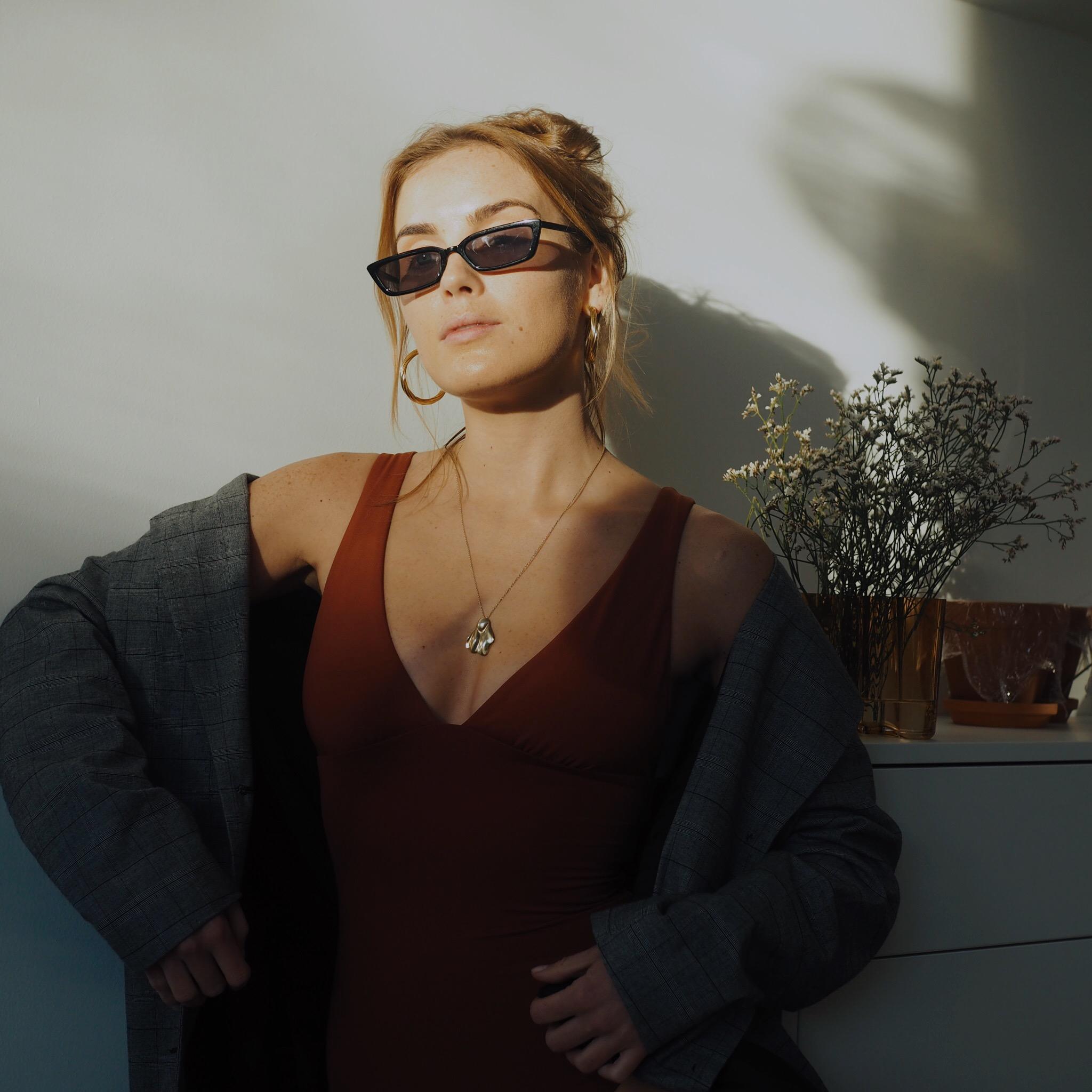 Shout out til de solbrillene her som jeg brukte hver dag i hele fjorsommer. 79,- på Mango. Kupp. Bilde fra samarbeid med Bare Philosophy.