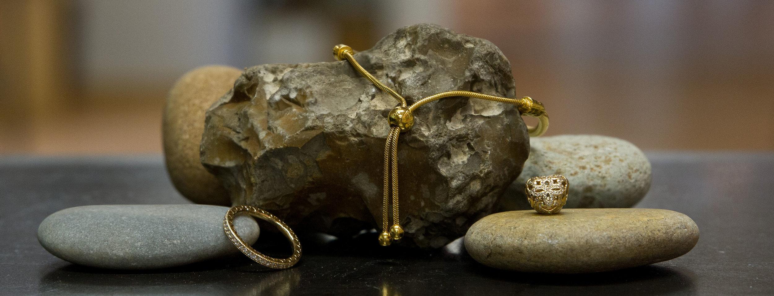 Shine - Schmuckdesign in leuchtendem Gold