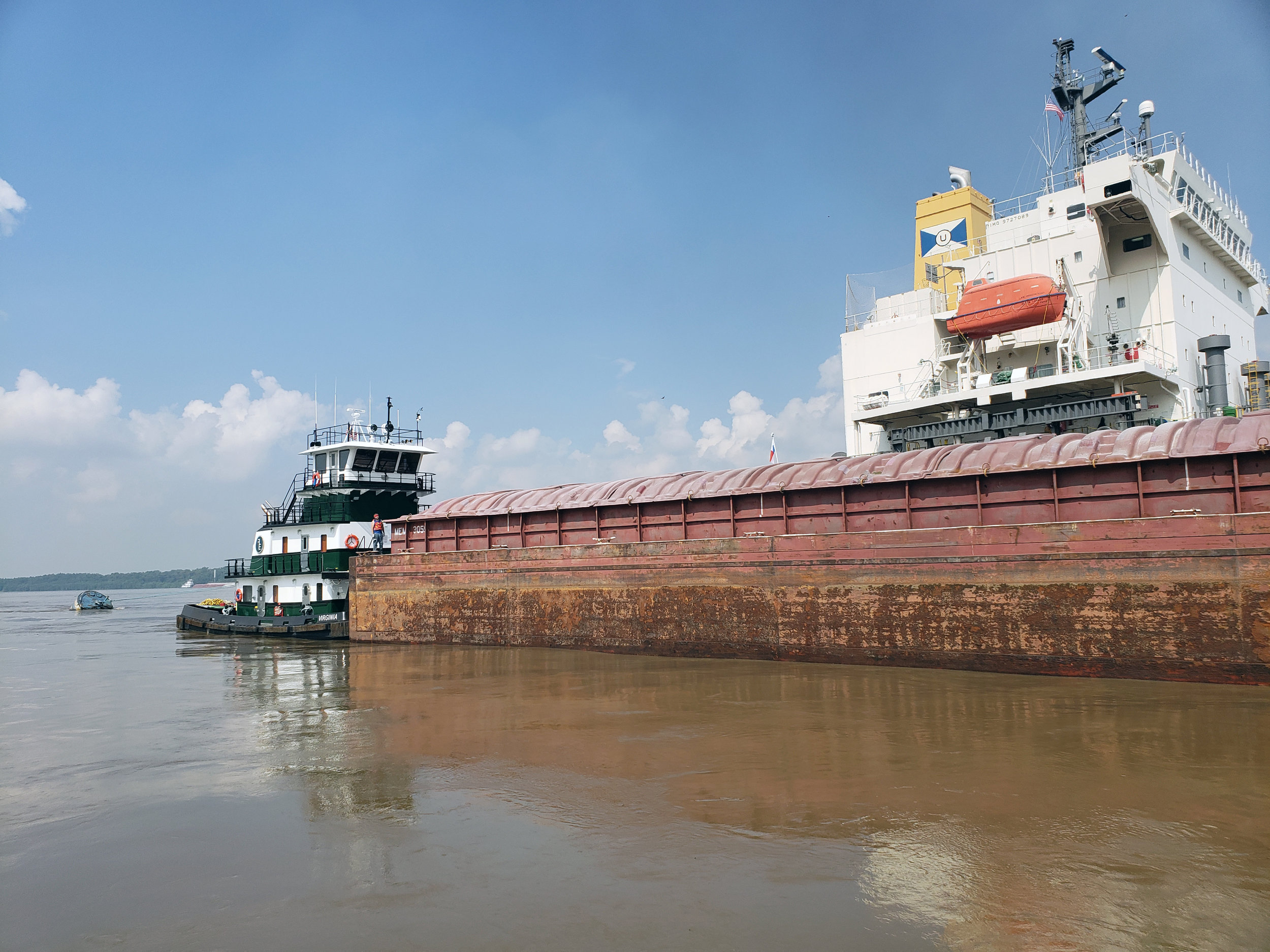 Virginia pushing a barge on the Mississippi_2.jpg