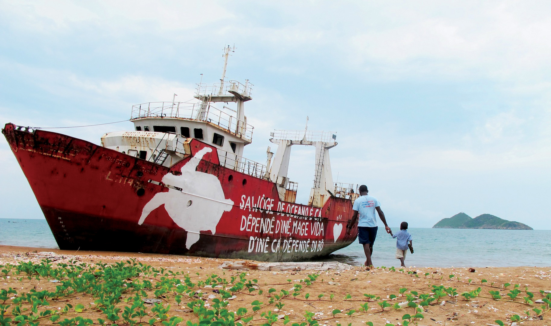 A sea turtle conservation message in local dialect was painted on an abandoned boat near the main nesting area on São Tomé Island. © ANA BESUGO