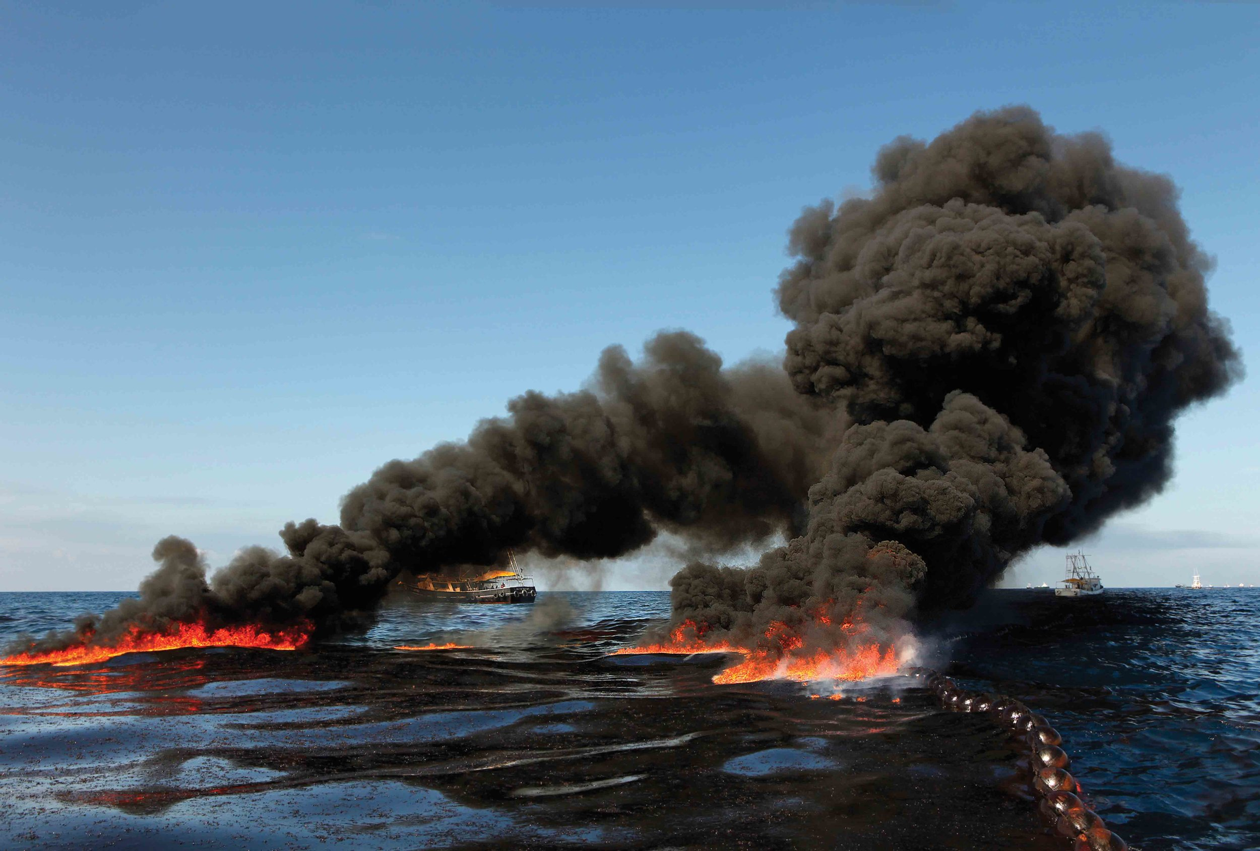 On April 20, 2010, an explosion occurred on the Deepwater Horizon oil rig off the coast of Louisiana, U.S.A., that caused oil to spill into the Gulf of Mexico at an alarming rate—35,000 to 60,000 barrels per day. The oil continued to flow for months before the well could be successfully capped, causing untold damage to the marine and coastal environment. © Carolyn Cole / Los Angeles Time