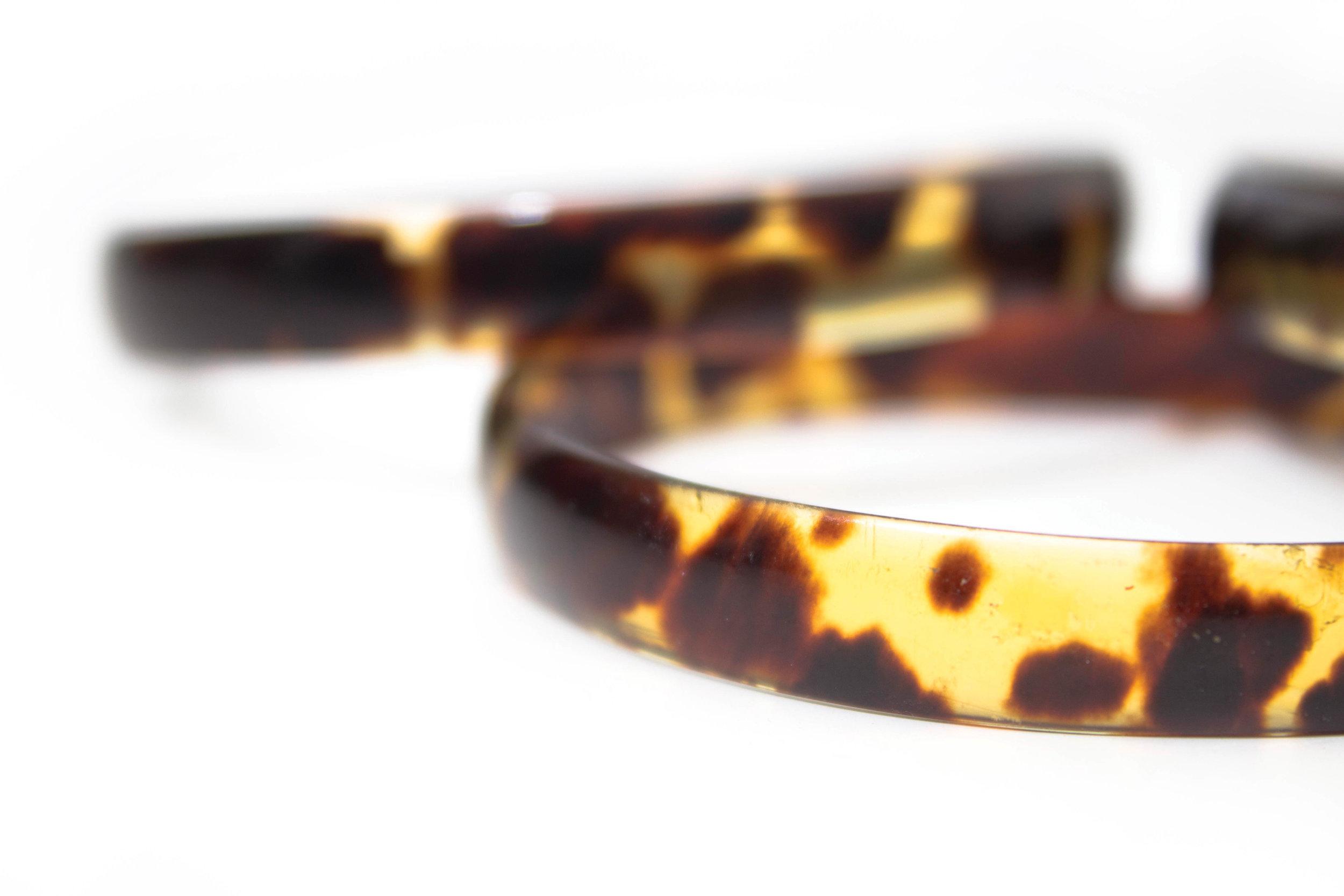 Hawksbill shell bracelets. © HAL BRINDLEY / TRAVELFORWILDLIFE.COM
