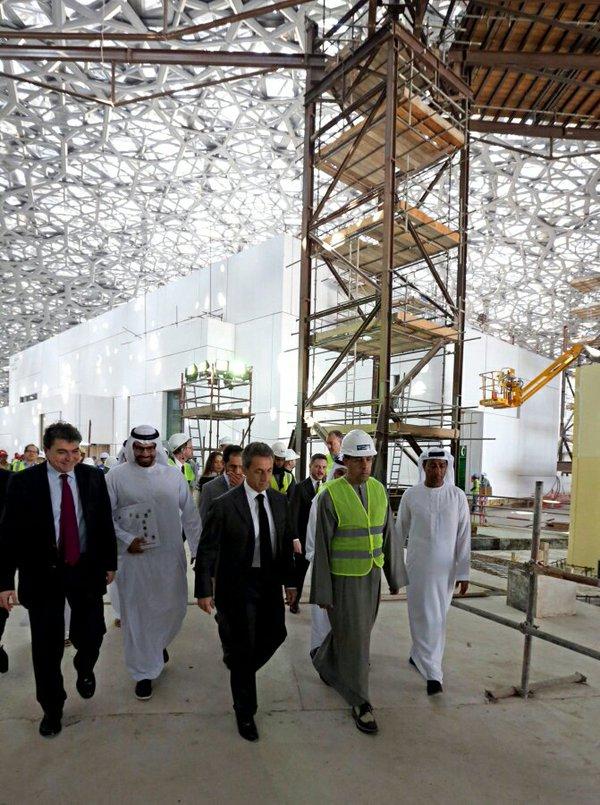 Nicolas Sarkozy, eski Cumhurbaşkanı sıfatıyla Louvre Abu Dhabi inşaatını denetlerken, 13 Ocak 2016