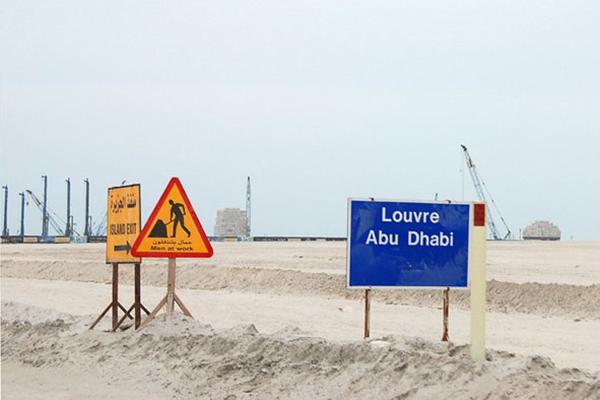 Louvre Abu Dhabi inşaatı, fotoğraf: Hans Haacke, 2011