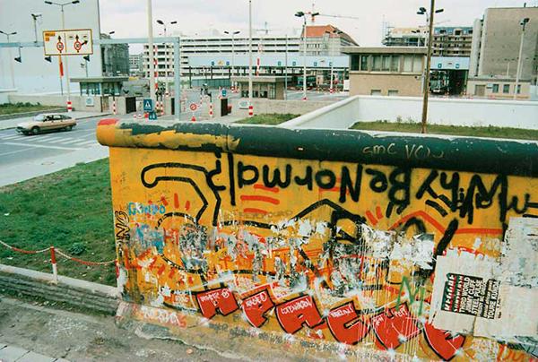 """Alma graffiticinin ahını, çıkar aheste aheste"""