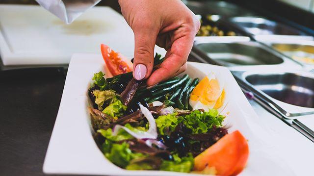 The perfect Salad   Tagg a friend who would love to eat this salad !!   #cafemaastricht #cafe #restaurantmaastricht #eteninmaastricht #gh5 #panasonicgh5 #fodporn #tstyfood #tastyfoods #maastricht #maasje #nederlandsefotograaf #foodfotagraphy #lekkereten #wearerealitymedia #cafevanbommel 