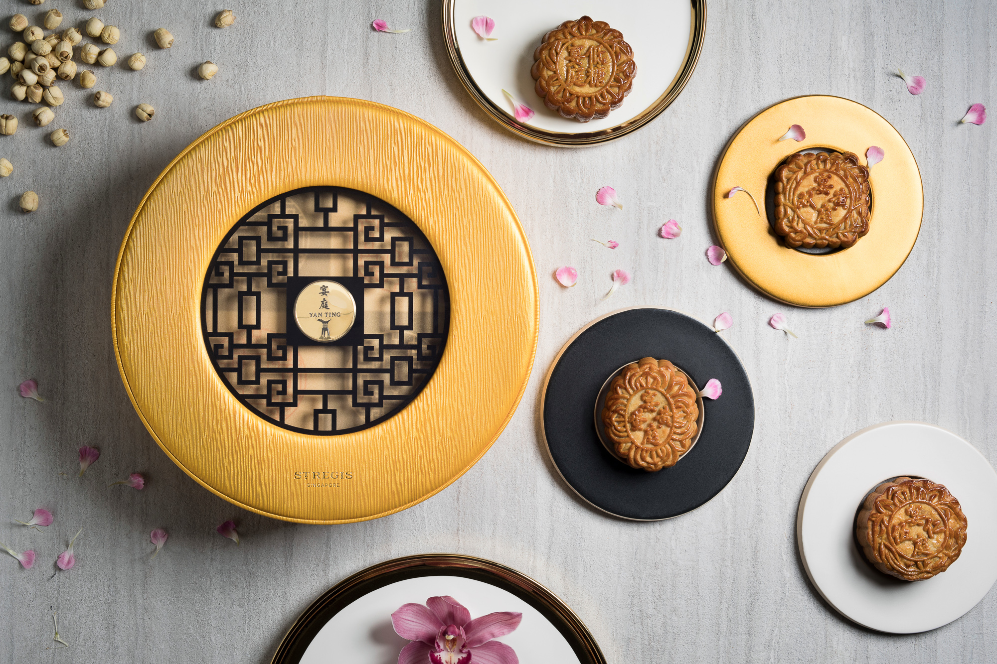 Mid-Autumn-2017-at-Yan-Ting-The-St.-Regis-Singapore-Exceptional-Baked-Mooncake-Selection-2.jpg