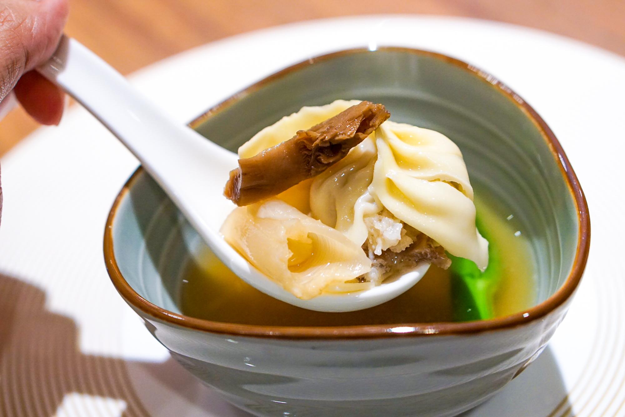 Si Chuan Dou Hua Grand Dim Sum Brunch - Steamed Dumpling with Matsutake and Fresh Fish Maw Soup 2