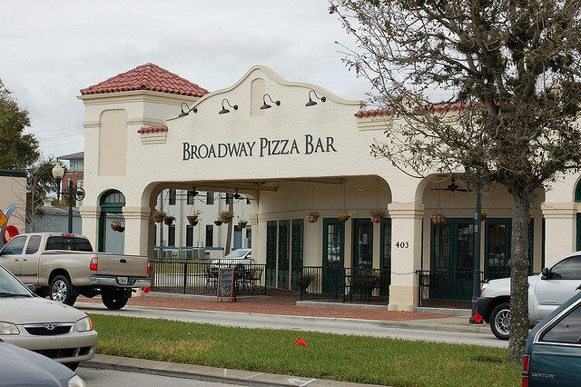 Broadway Pizza Bar - If you're looking for a great pizza in Kissimmee, FL with an inviting ambiance, visit Broadway Pizza Bar. We offer New York-style pizza, fresh salads, calzones, pastas, wings, and more!