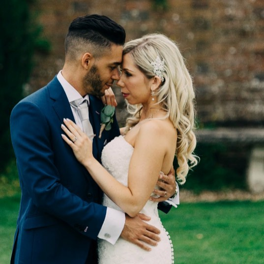 Photography by the amazing @photographybylizaedgington 💕💕💕 @parley_manor  @katecarrollmua  @parley_studio  #wedding #bride #weddinghair #parleymanor #parleystudio #weddinghairdorset #dorsetwedding #ukwedding #ukweddinghair #londonweddinghair #kevinmurphy #blonde #blondehair #wella #olaplex #lovemyjob