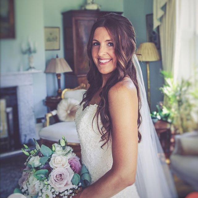 Amy looking absolutely stunning before she walked down the aisle at @parley_manor  Beautiful photography by @riverlanephotography  Makeup by the amazing @katecarrollmua  Flowers by @simplyflower01  @amywilliams_2018 💕  #weddinghair #wedding #hair #bride #bridehair #weddinghairdorset #hairdresserdorset #parleymanor #parleystudio #parleymanorpartner #ido #hairinspo #weddinghairinspo #instahair