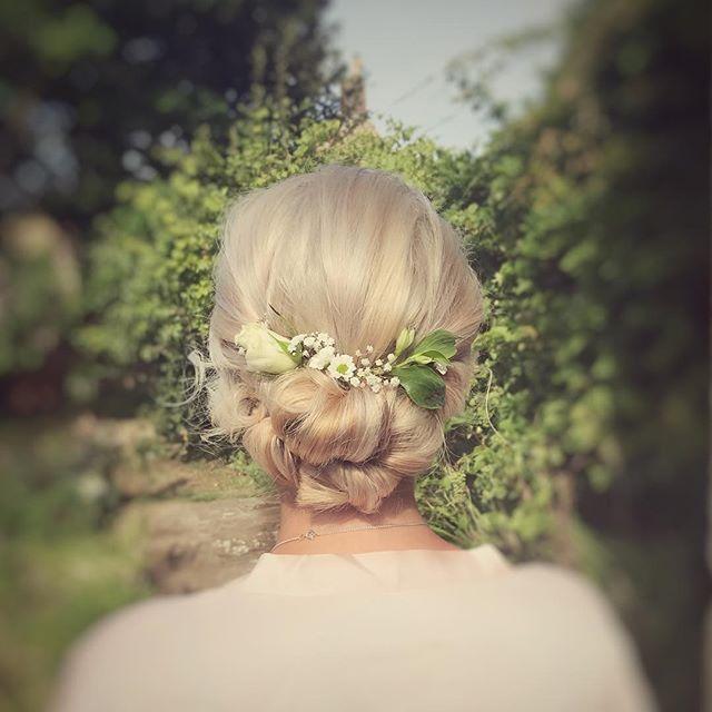 Had such a fun morning getting Megan and her bridesmaids ready yesterday @tithebarnsymondsbury  #brideshair #bridesmaids #bridesmaidshair #hair #dorsetwedding #dorsetweddinghair #ukwedding #ukweddinghair #londonweddinghair #lovemyjob #hairup #flowersinherhair #blonde #hairflowers