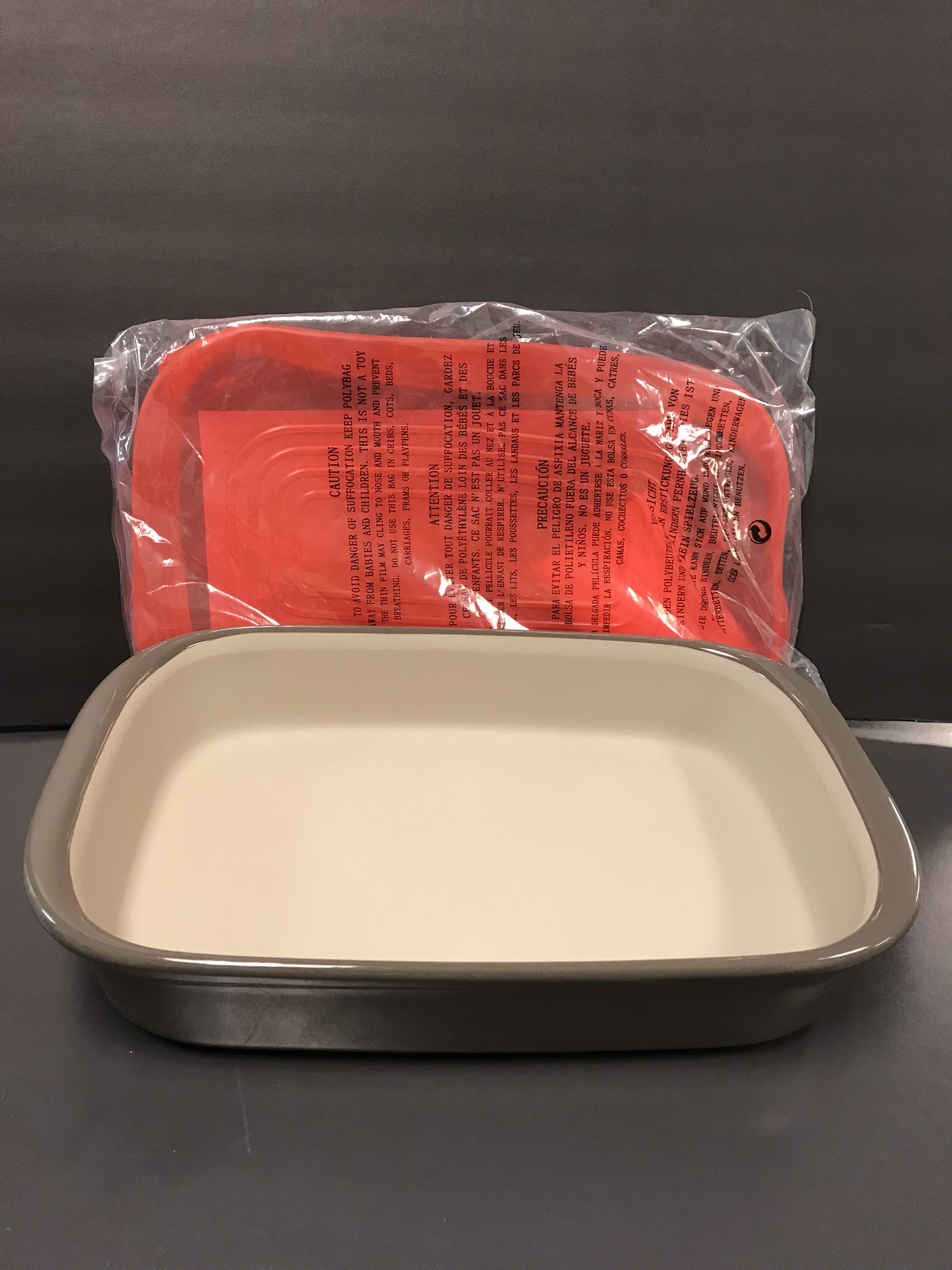 Pampered Chef Large Rectangular Baker with silicon lid - value $61