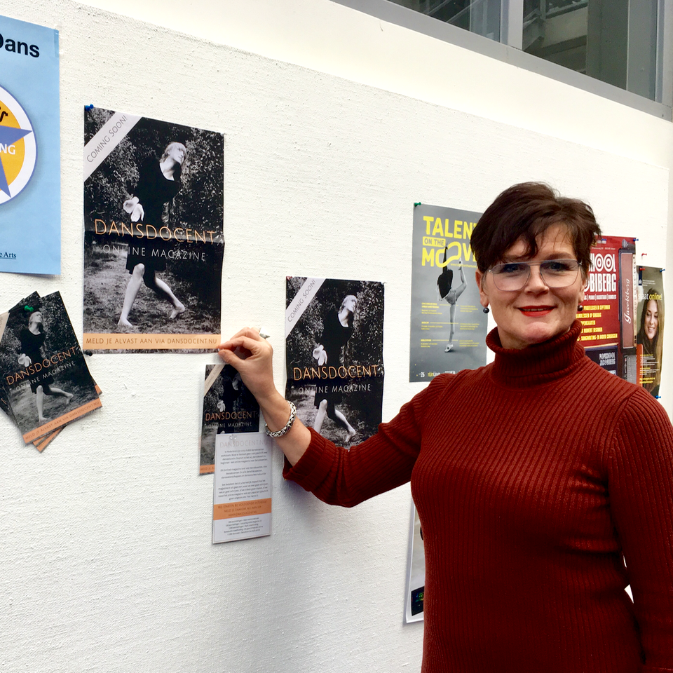 Netty van den Bosch - … hoofd van de Bachelor in Dance and Education van ArtEZ, heeft onze posters opgehangen. Dankjewel Netty! Dankjewel ArtEZ!