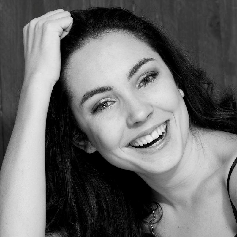 Bo van Hagen - Bo van Hagen is redacteur Muziek & Lesmateriaal voor kinderen. Ze heeft dans gestudeerd aan de Nationale Balletacademie en Codarts. Momenteel doet ze de pabo met een interesse in creatieve en progressieve vormen van onderwijs. Voor Dansdocent.nu stelt ze inspirerende lesplannen samen, compleet met muzieksuggesties.