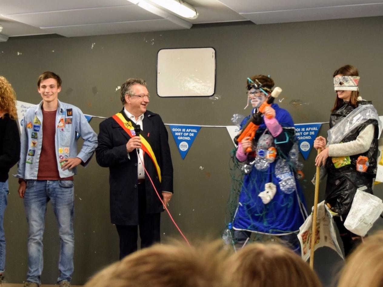 """""""Het vuilnis in de Koude Keuken, daar moeten we dringend eens van af!"""" - Met deze boodschap kwam de Brugse burgemeester, Dirk De Fauw, voorbije zaterdag naar ons, KSA Ter Straeten."""
