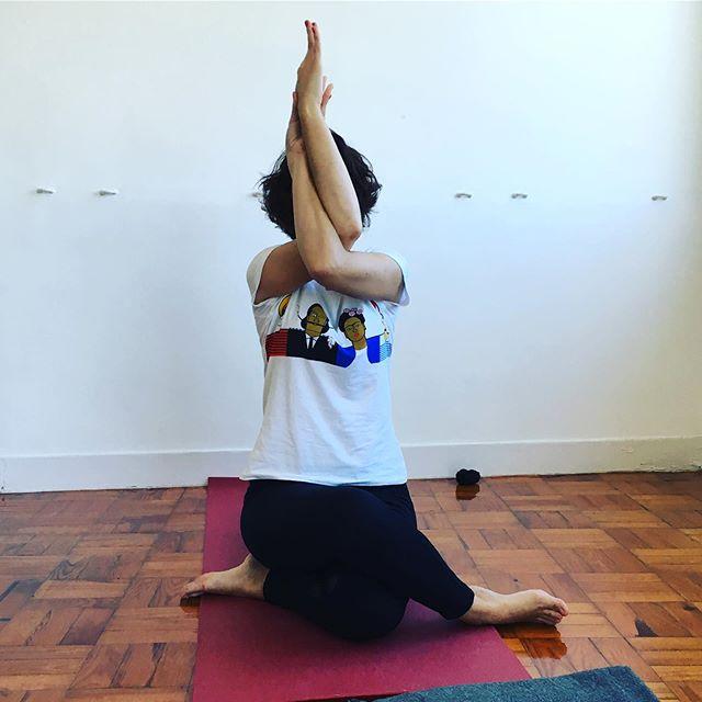 Integral Yoga 📍Lisboa . Terça às 13h, quarta às 19h30 e sábado às 10h em @dharacenter nos meses de Julho e Agosto 🤸♂️ este verão o Yoga espera por ti 😉 . #yoga #yogaparatodos #integralyoga #hathayoga #yogaclass #lisboa #yogui #namaste #health #summeryoga #dharacenter #yogacenter