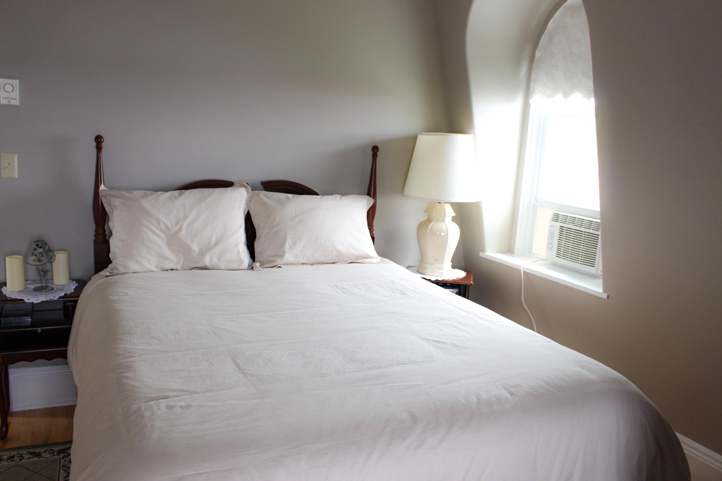 303 Colville Bay Room - Price $189.75/Night