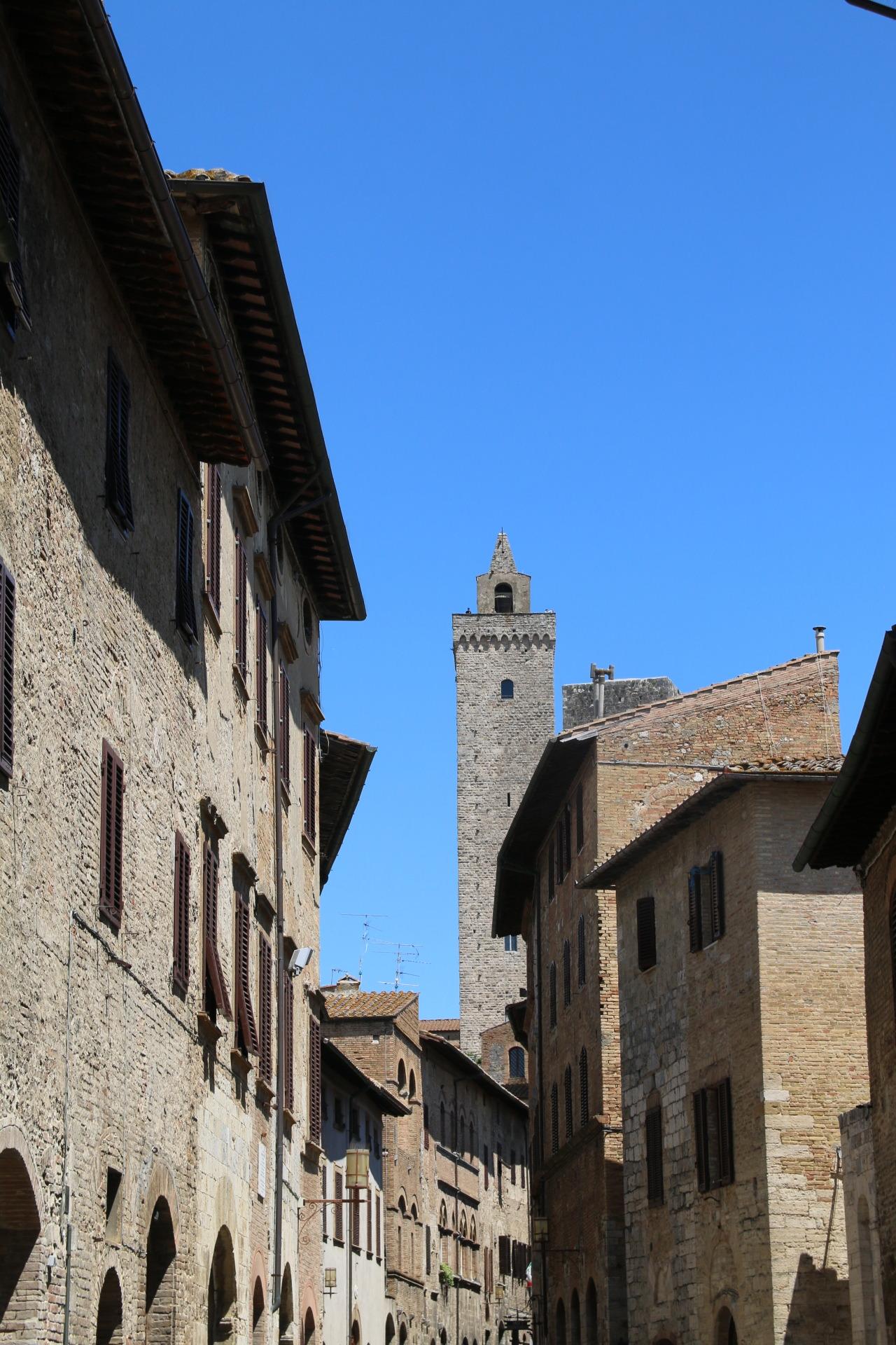 SAN GIMIGNANO - Gelato and medieval architecture