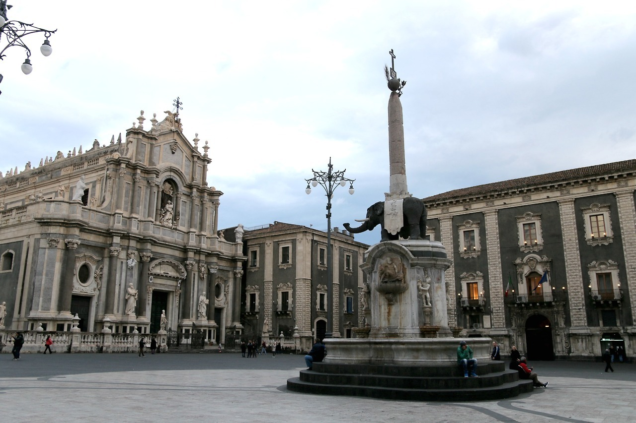 Palazzo Platamone with Basilica Cattedrale Sant'Agatia