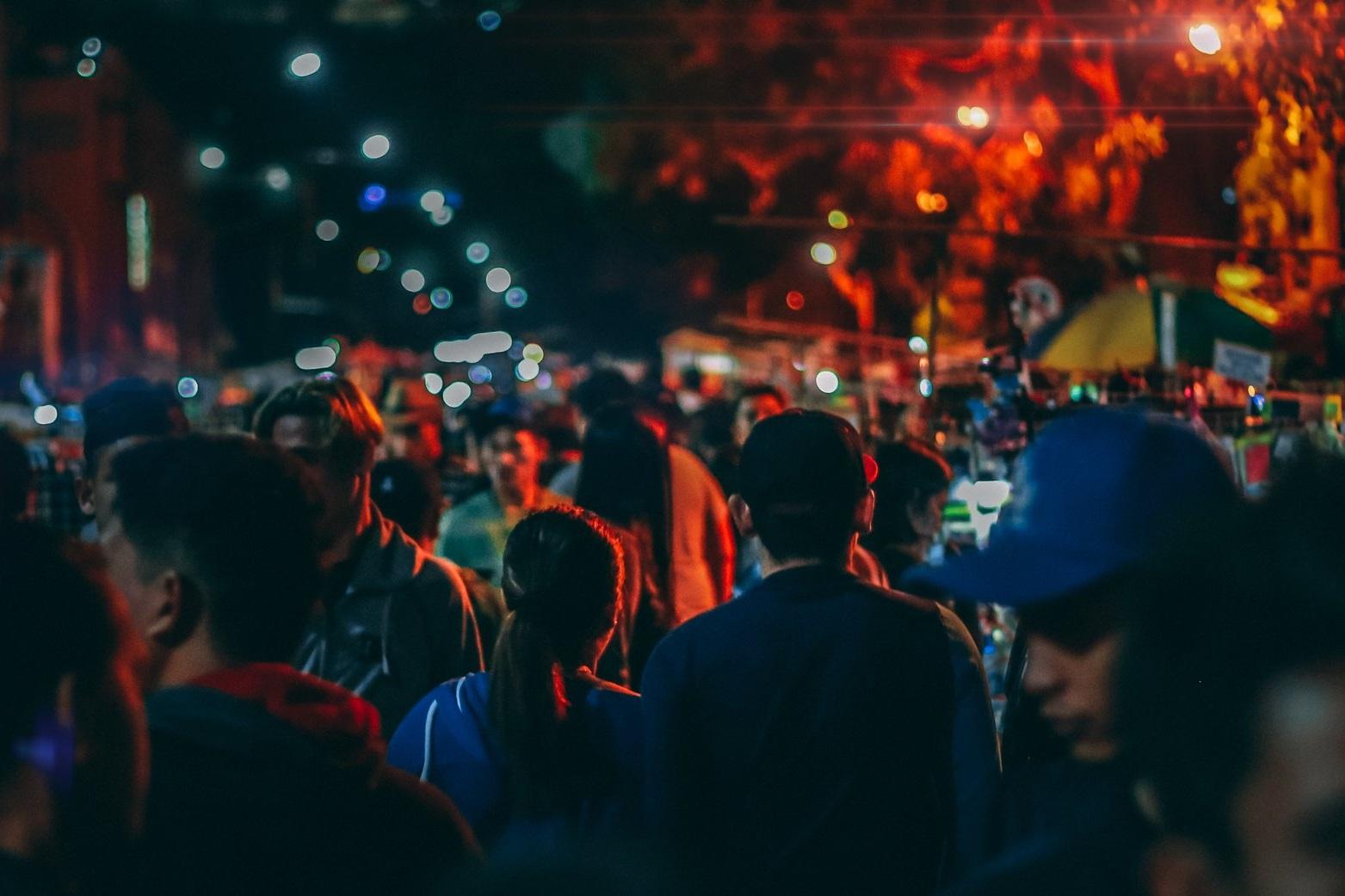 blur-busy-street-city-life-1472334.jpg