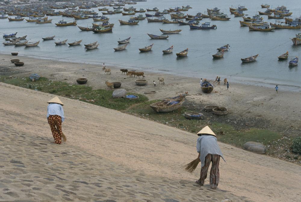 8. l. Mui ne boats, Mui Ne, 2000.jpg