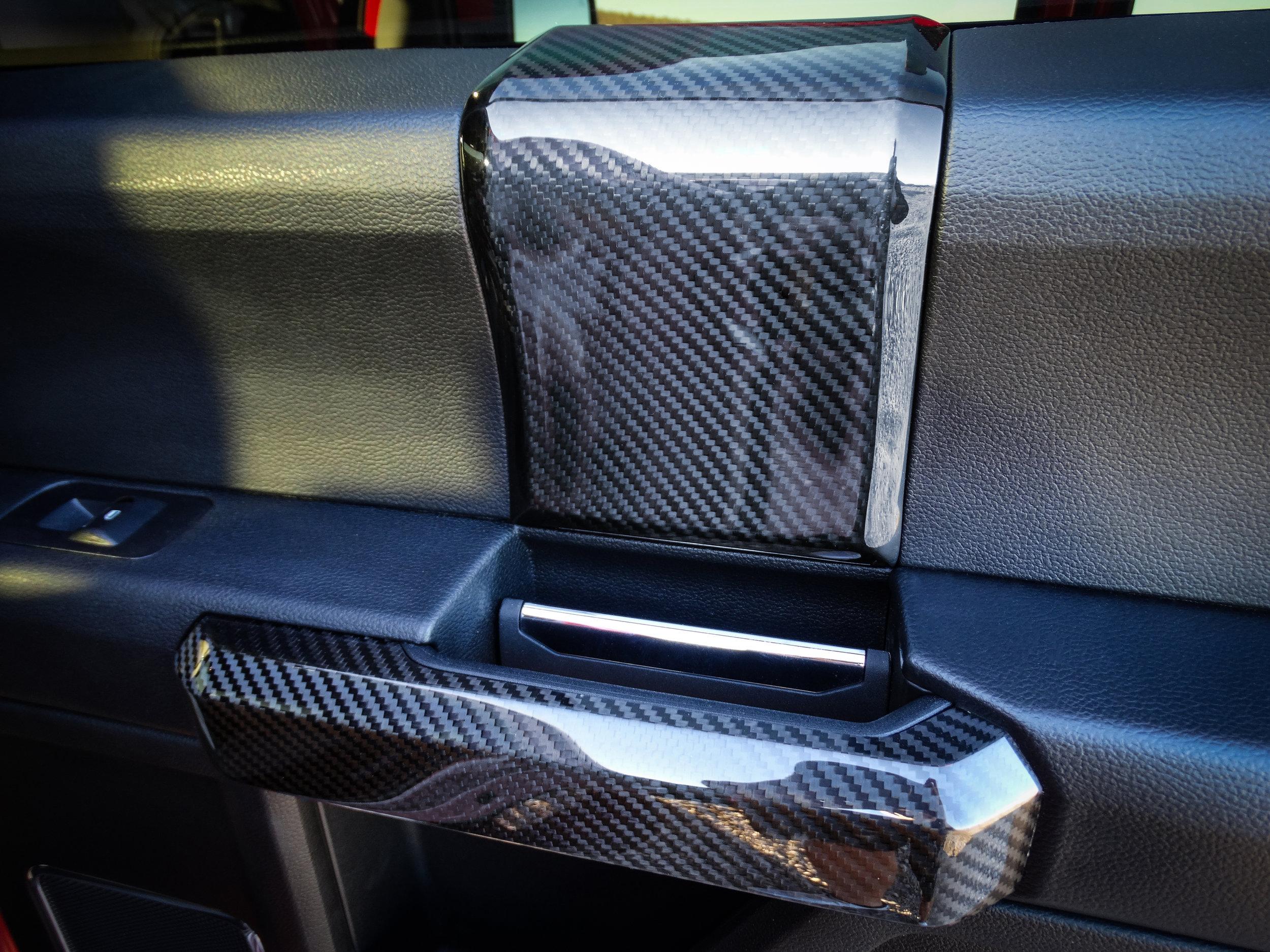 ford-carbon-fiber-door-trim-7.jpg