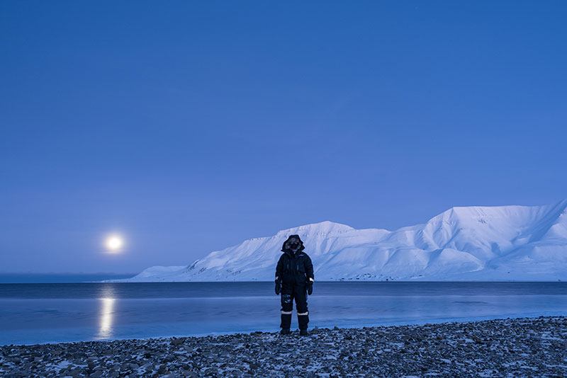 From Practicing Standing 17  (84 minutes off and on, before and during the lunar eclipse [and chatting]).   January 31, 2018. Svalbard Sailing Club.
