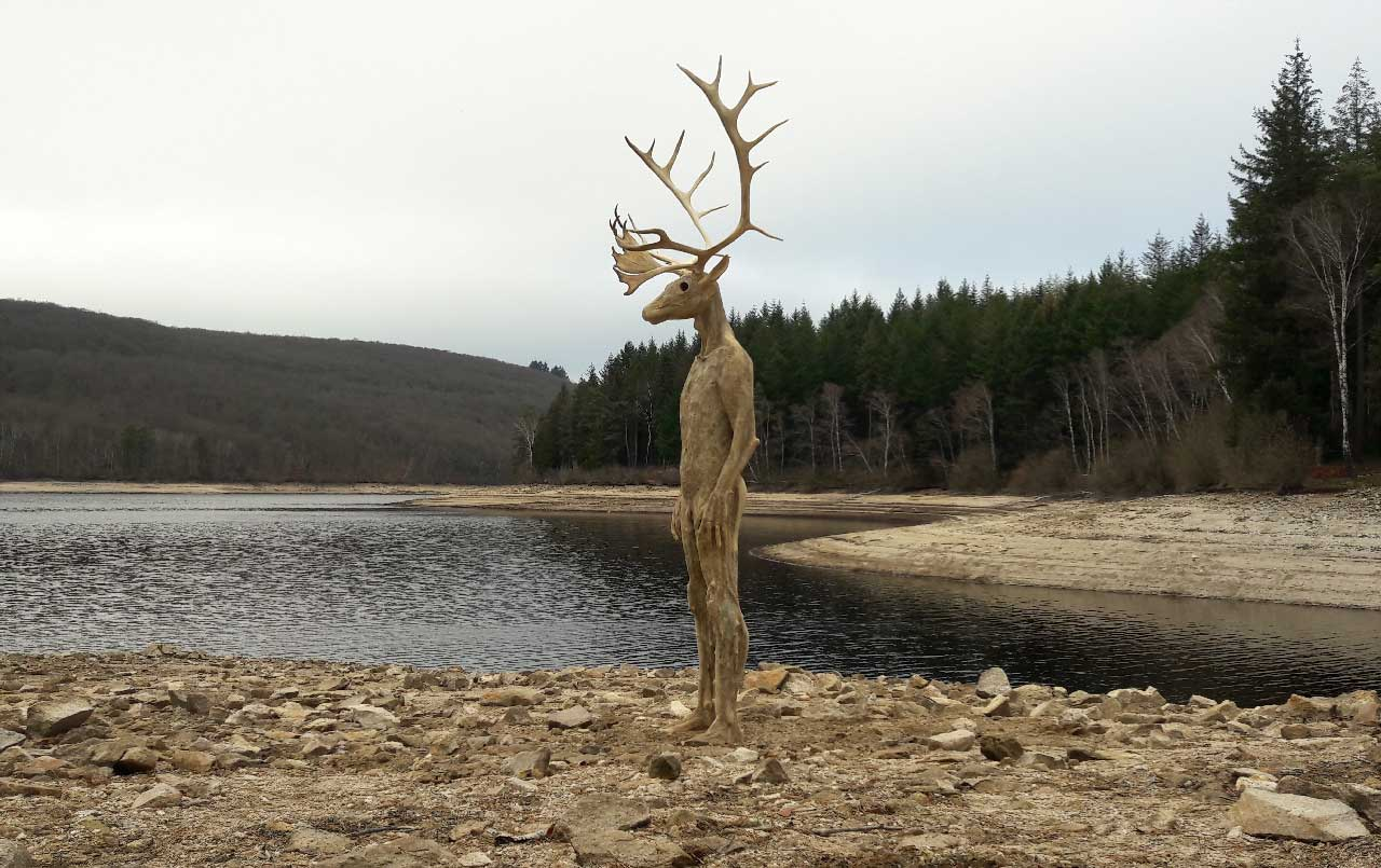 François Lelong , site-specific work (Reindeer antlers, oak, beech, cement, vegetal fibres, resins, organic material) - 2.4 m high, 2018. © 2019 François Lelong