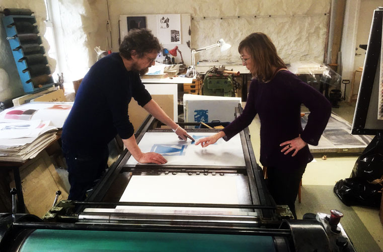 Jan Andersson , Lithographer and Head of Steinprent, working with Julie Sass. (Photo: Kinna Poulsen)