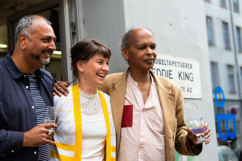 Ed D'Souza  (left) with Oslo Vice-Mayor and Eddie-King (Photo: Niklas Hart, courtesy osloBIENNALEN, © Niklas-Hart)