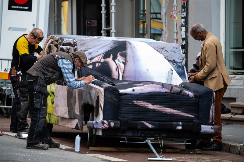 Ed D'Souza 's 'Migrant-Car' during construction (Photo: Niklas-Hart, courtesy osloBIENNALEN, © Niklas-Hart)
