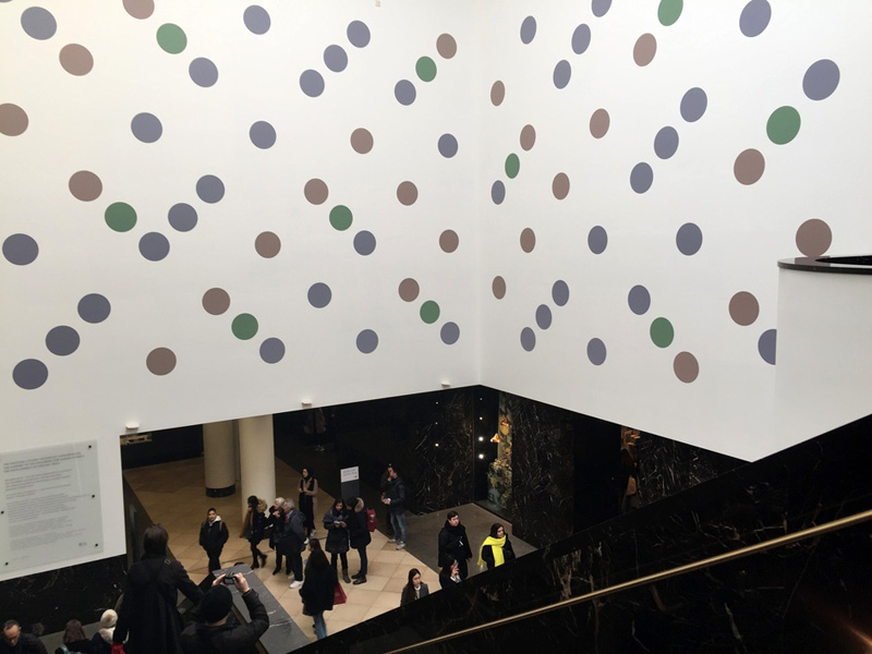 Bridget Riley 's  Messengers , 2019 at The National Gallery (London), Annenberg Court.