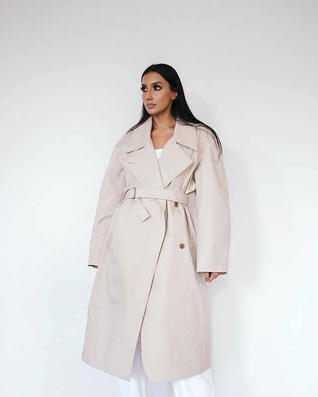 💣 give me an oversized trench any day of the week, my fave piece from the Uniqlo U collection @uniqloau #UniqloAu x