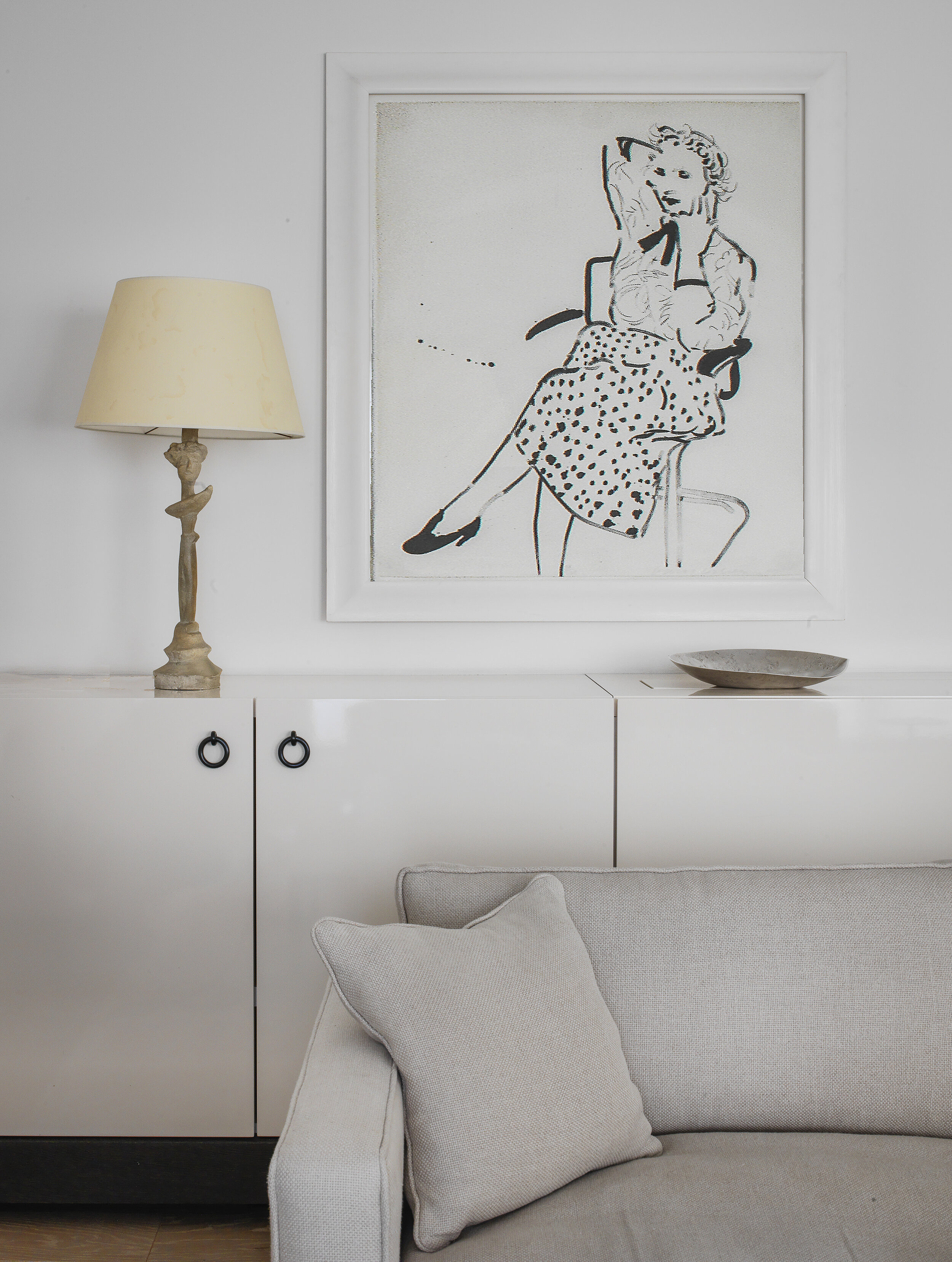 Isabel-Ettedgui-Apartment-Chester-Square-Lamp-and-Artwork-in-Living-Room-.jpg