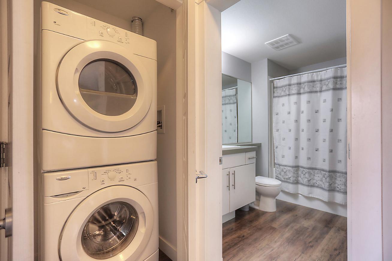 975-academy-way-academy-hill-ubco-kelowna-investment-property-laundry.jpg