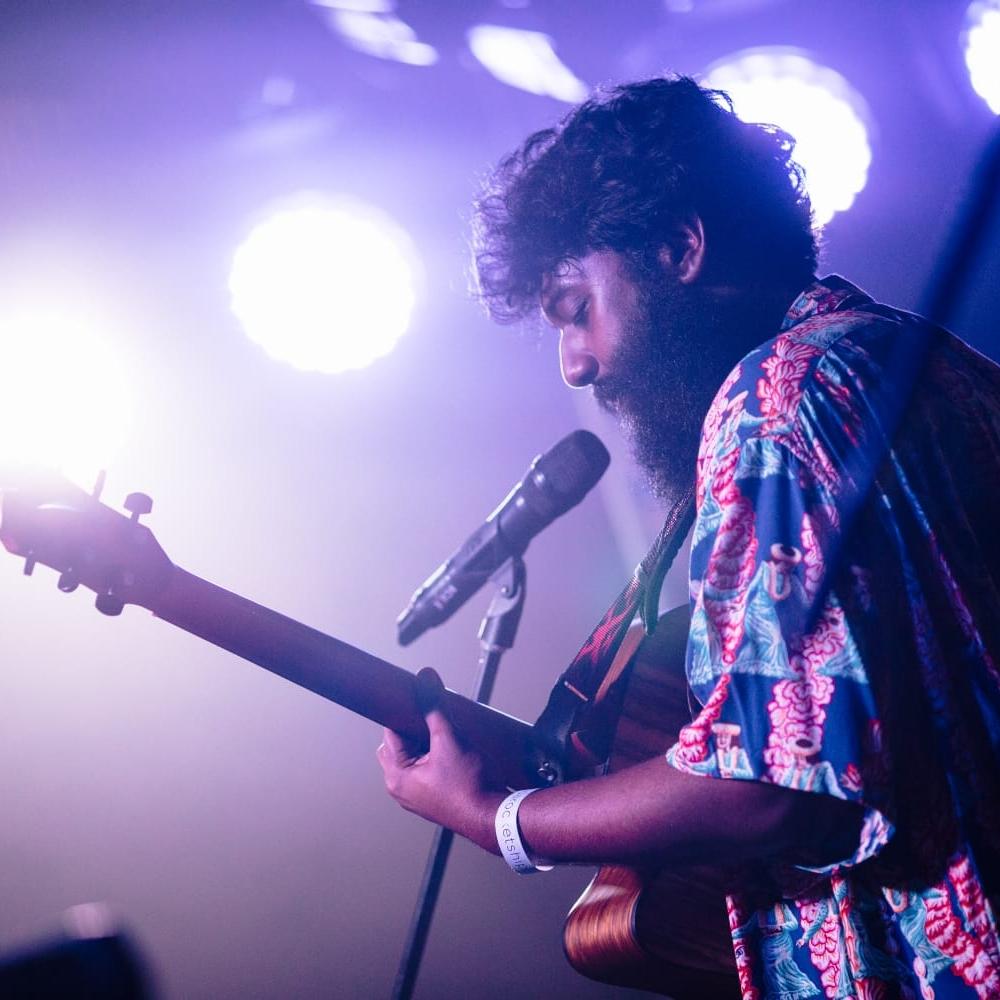 SHAK - Folk-pop, HIP-HOP singer-songwriter
