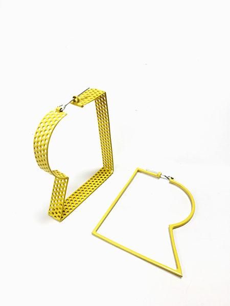 """""""R"""" hoop earrings. Mildsteel. silver"""