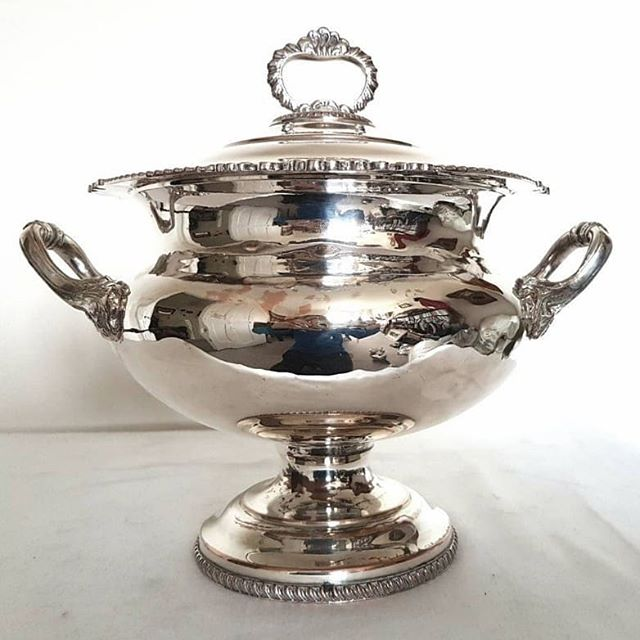 An impressive Edwardian silver plate soup tureen. It's big and bold and deserves pride of place on the sideboard. Link to buy in bio. #carrilloantiques #antique #antiquesilver #antiques #antiquedealersofinstagram #antiquedealerofinstagram #edwardian #edwardiansilver #antiquetureen #edwardianantiques #antiquesilverplate