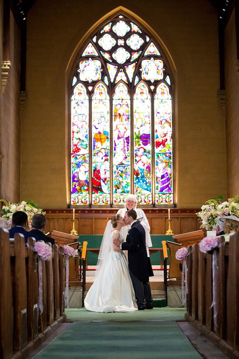 Hampton-Court-House-Wedding-AmyPete-17.jpg